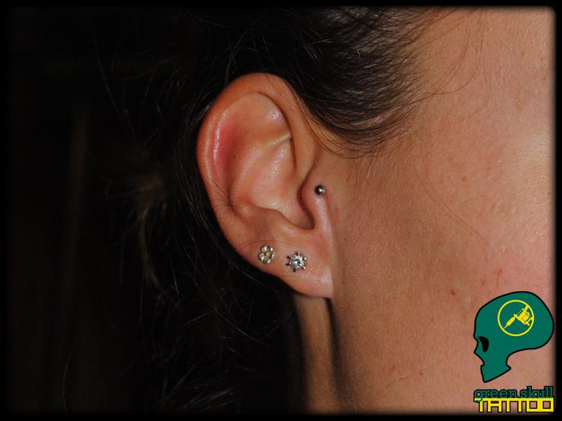 ful-tragus-piercing-2.jpg