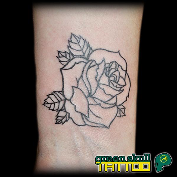 tattoo-tetovalas-apro-csajos-virag-rozsa.jpg