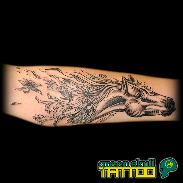 tattoo-tetovalas-fekete-blackwork-lo.jpg