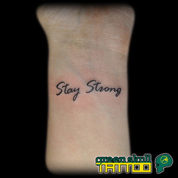tattoo-tetovalas-felirat-stay-strong.jpg