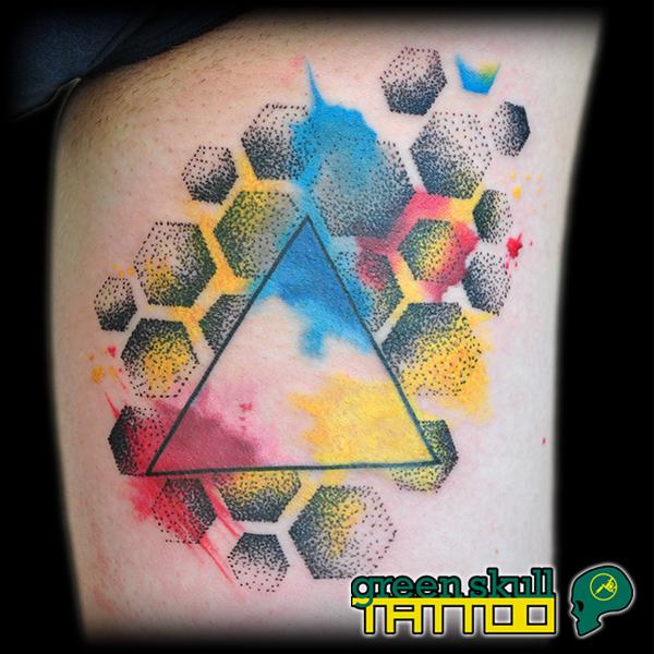 tattoo-tetovalas-szines-haromszog.jpg