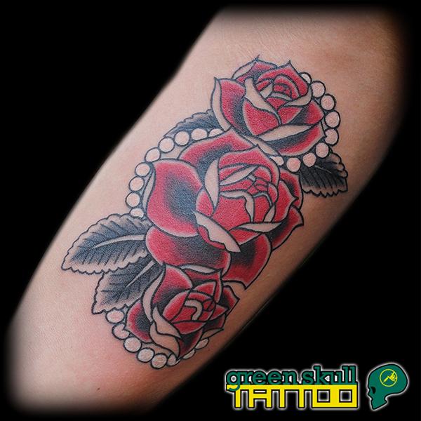 tattoo-tetovalas-szines-rozsa-gyongy.jpg