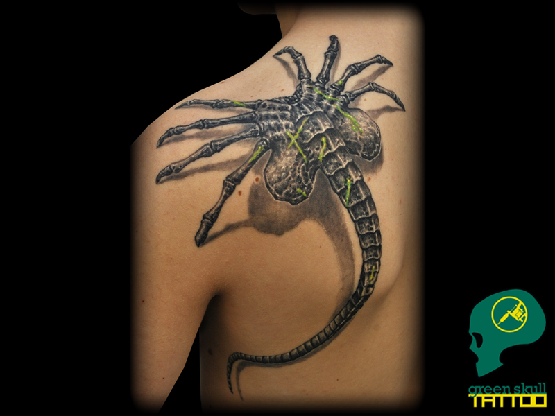 09-tattoo-tetovalas-alien-facehugger-cult.jpg