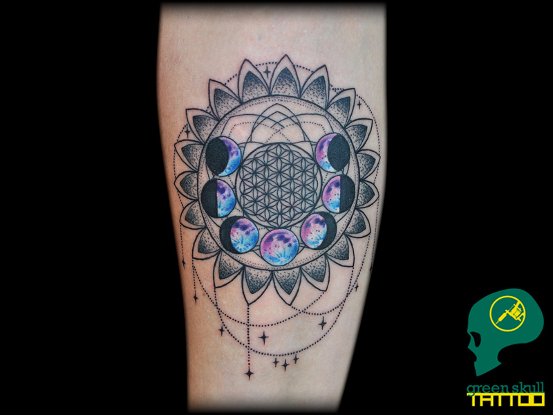 tattoo-tetovalas-0-blackwork-color-moon-phases-hold.jpg